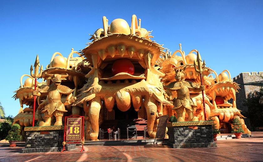... địa ngục được tái hiện lại một cách sinh động. Đây là một trải nghiệm  thú vị mà du khách không nên bỏ qua khi đến Khu vui chơi, giải trí Đại Nam.